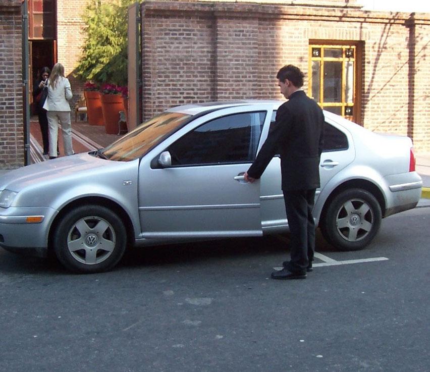 Valet-abriendo-coche